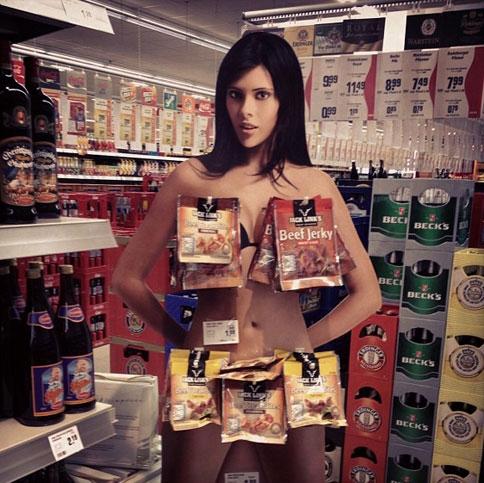 Эротическая реклама на местах продаж
