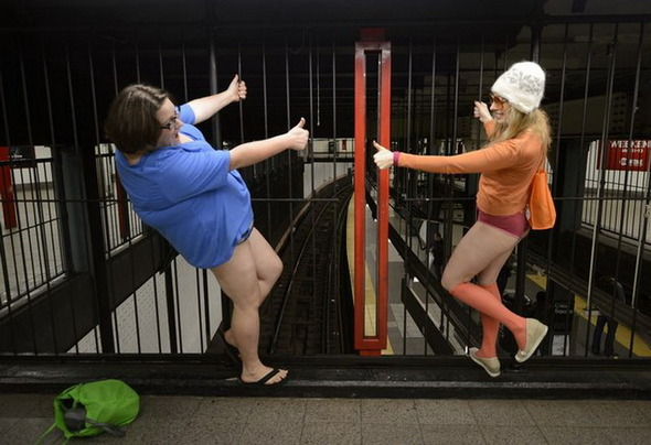 Флэшмоб «В метро без штанов» 2013