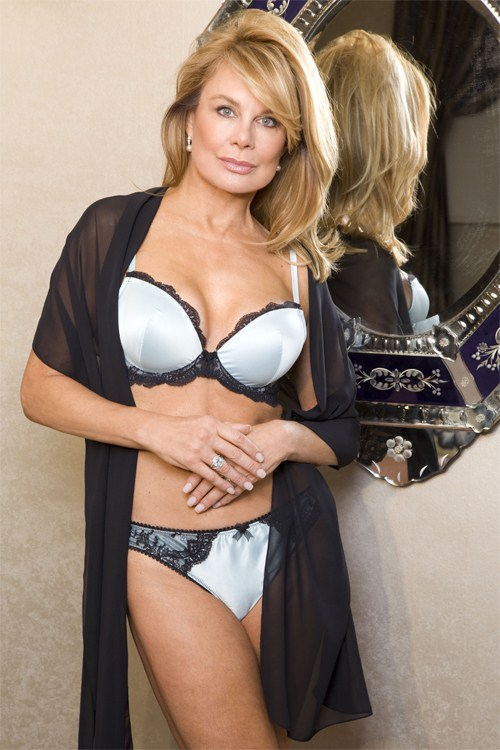 58-летняя Джилли Джонсон (Jilly Johnson) в рекламе нижнего белья Janet Reger