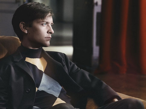 Печатная реклама с актером Тоби Магуайром для бренда Prada