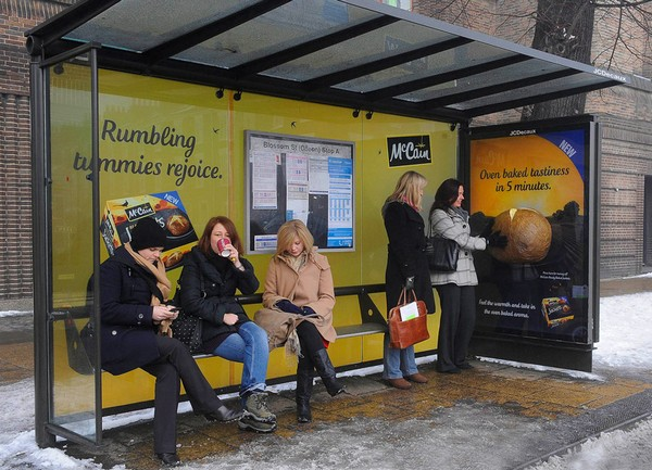 Вторая аналогичная акция была организована компанией McCain, производящей пищевые полуфабрикаты, в частности, картофель, который доходит до готовности в микроволновой печи в течение нескольких минут. Вдохновившись образом согревающего картофеля, специалисты компании разработали специальную рекламную инсталляцию, предназначенную для установки на остановочных комплексах Лондона и других британских городов. В результате любой прохожий, ожидающий автобус, может погреть руки о гигантский картофель, который распространяет не только тепло, но и самый настоящий картофельный аромат. Помимо этого любой желающий при нажатии на специально предусмотренную кнопку сможет получить скидочный купон на покупку картофеля компании  McCain в некоторых розничных сетях Великобритании.